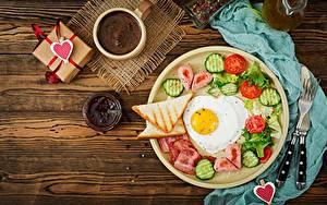 Картинки День всех влюблённых Хлеб Кофе Повидло Огурцы Томаты Яичницы Завтрак Сердечко Пища
