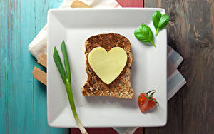 Фотографии День всех влюблённых Бутерброды Хлеб Сыры Тарелка Сердечко Еда