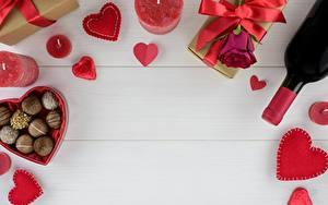 Обои для рабочего стола День всех влюблённых Конфеты Свечи Шаблон поздравительной открытки Сердечко Бутылки Подарок Пища
