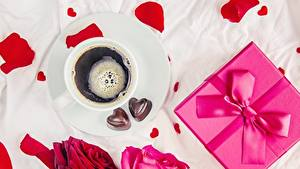 Фото День святого Валентина Конфеты Кофе Бантики Подарков