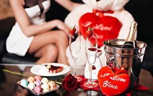 Обои День святого Валентина Праздники Роза Шампанское Конфеты Сердца Бокалы Макарон Еда