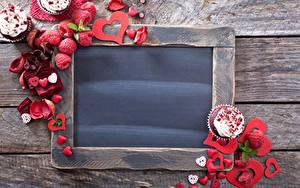 Картинки День всех влюблённых Малина Шаблон поздравительной открытки Сердечко