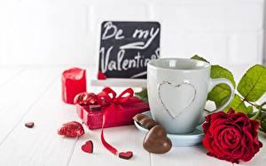 Обои для рабочего стола День святого Валентина Роза Конфеты Сердце Кружки Подарки Еда