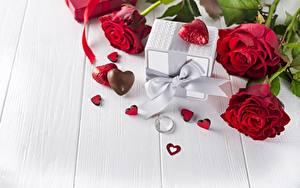 Фотография День всех влюблённых Роза Конфеты Доски Сердечко Бантики Кольца цветок