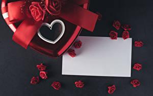 Обои День всех влюблённых Роза Сером фоне Шаблон поздравительной открытки Лист бумаги Сердечко Красная