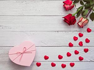 Фотографии День святого Валентина Розы Сердечко Доски Шаблон поздравительной открытки Цветы