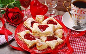Фотография День всех влюблённых Розы Выпечка Кофе Красный Тарелка Сердечко Пища