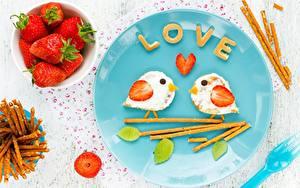 Картинки День святого Валентина Клубника Птицы Завтрак Тарелка Еда