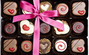 Фотографии День святого Валентина Сладкая еда Конфеты Шоколад Сердечко Бант Еда