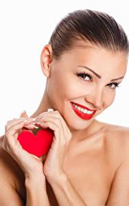 Картинки День святого Валентина Белом фоне Шатенка Улыбка Рука Сердце Смотрит молодая женщина
