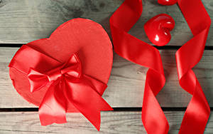 Обои День всех влюблённых Доски Сердце Коробка Бантики Лента Подарков