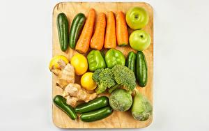 Обои Овощи Яблоки Лимоны Морковь Перец Кабачок Серый фон Разделочной доске