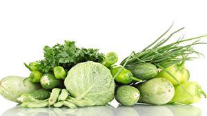 Обои для рабочего стола Овощи Капуста Перец овощной Огурцы Кабачок Белом фоне Еда
