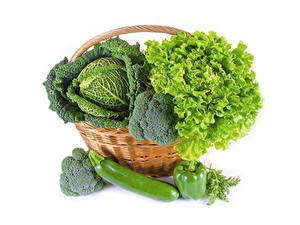Фотографии Овощи Капуста Перец Белый фон Корзины Продукты питания