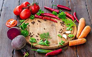 Фотография Овощи Острый перец чили Томаты Свёкла Морковка Перец чёрный Доски Разделочная доска Продукты питания