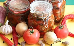 Фотографии Овощи Острый перец чили Помидоры Лук репчатый Чеснок Специи Банке Еда
