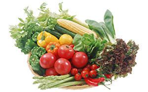 Фотографии Овощи Кукуруза Помидоры Перец Острый перец чили Белым фоном Еда