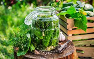 Фотография Овощи Огурцы Чеснок Банка Пень Еда