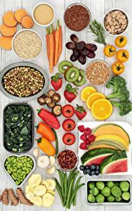Фотография Овощи Фрукты Орехи Перец Помидоры Грибы Клубника Арбузы Морковь