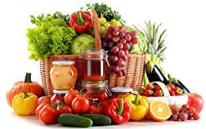 Обои Овощи Фрукты Перец Помидоры Виноград Огурцы Банки Корзина Еда