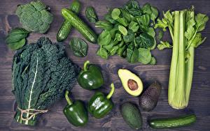 Фотографии Овощи Перец Огурцы Авокадо Доски Зеленый