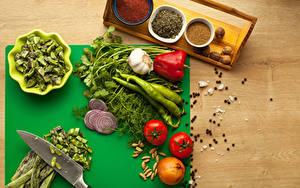 Обои Овощи Пряности Помидоры Перец Чеснок Лук репчатый Укроп Перец чёрный Продукты питания