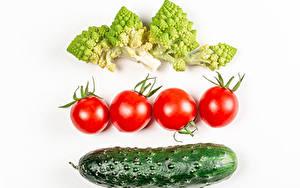 Картинка Овощи Томаты Огурцы Брокколи Белым фоном Еда
