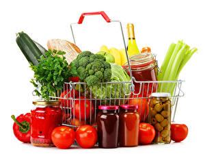 Фотографии Овощи Помидоры Белом фоне Корзина Банки Продукты питания