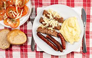 Обои для рабочего стола Сосиска Хлеб Вторые блюда Томаты Мясные продукты Тарелке Пища