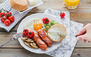 Картинки Сосиска Хлеб Томаты Овощи Завтрак Тарелка Яичница Еда