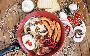 Фотографии Сосиска Грибы Хлеб Ветчина Томаты Перец овощной Доски Сковорода Яичницы Яйцо