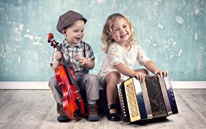 Обои Скрипки Музыкальные инструменты Девочки Мальчики Улыбка Вдвоем Дети