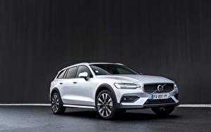 Фотография Volvo Универсал Серебряный Металлик Volvo V90 B4 Cross Country, 2020 -- автомобиль