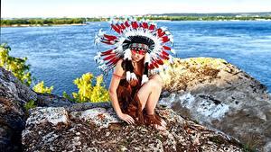 Фотографии Индейский головной убор Индеец Сидит Alena Turcan, Vyacheslav Turcan молодые женщины
