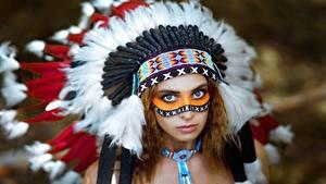 Фото Индейский головной убор Индейца Смотрит Vyacheslav Turcan, Evgenia Nemirova Девушки