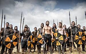 Картинка Воители Мужчины Викинги (телесериал) С щитом Копья кино