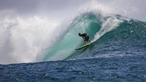 Картинка Волны Мужчины Серфинг Брызги спортивные