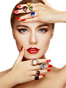 Картинки Белом фоне Лица Руки Маникюр Ювелирное кольцо Красными губами Смотрят Макияж Девушки