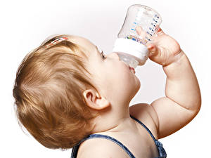 Фотография Белый фон Грудной ребёнок Волос Руки Бутылки ребёнок