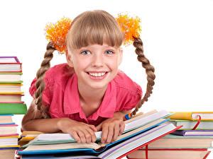 Обои Белом фоне Девочка Улыбается Смотрит Книги Косички ребёнок