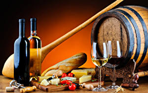 Картинка Вино Бочка Хлеб Сыры Томаты Бокал Бутылки Пища