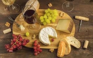 Обои Вино Хлеб Сыры Виноград Орехи Разделочная доска Бокалы Продукты питания