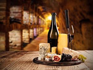 Картинка Вино Сыры Виноград Инжир Бутылки Стол Продукты питания