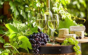 Картинки Вино Виноград Сыры Бокал Бутылка Две Пища