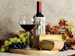 Фото Вино Виноград Сыры Бутылки Бокалы Продукты питания
