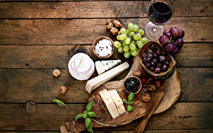 Обои Вино Виноград Сыры Оливки Доски Разделочная доска Бокалы Продукты питания