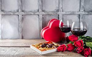 Фото Вино Роза Конфеты День всех влюблённых Бокал Коробки Сердечко Еда