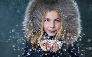 Фото Зимние Девочки Руки Ребёнок