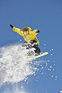 Картинки Зимние Сноуборд Мужчины Прыжок Снег Спорт