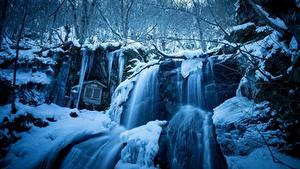 Картинки Зимние Водопады Снег Утес Природа